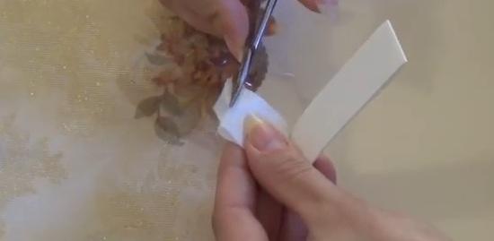 обрезать шелк ножницами