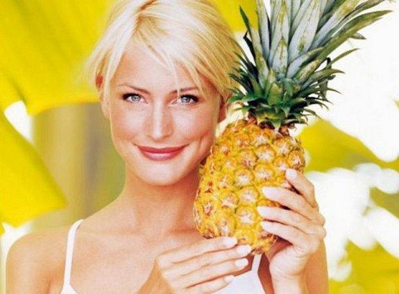 девушка с ананасом