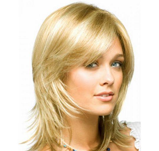 Прическа каскад на средние волосы с челкой темные волосы