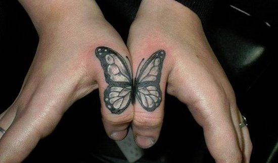 бабочка на пальцах