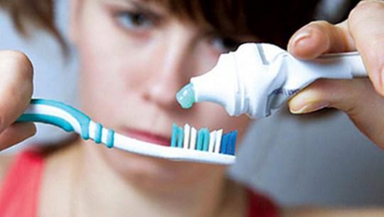 почистить зубы и язык