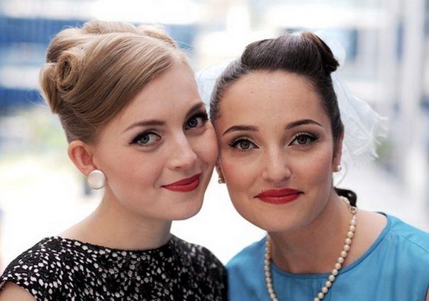 2 женщины стиляги